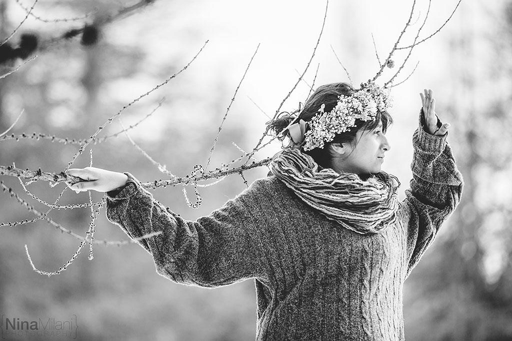 fotografo ritratti torino italy sauze d'oulx snow neve nina milani photography portrait fashion flower garland (8)